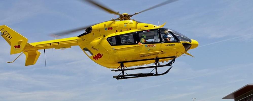 Schianto nella Bassa tra Covo e Calcio Grave un 35enne, soccorso in elicottero
