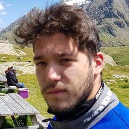 Cade dalla moto e sbatte contro un muro Rovetta piange il 18enne Mattia