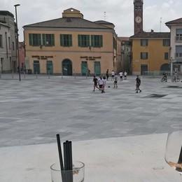 Calcetto in piazza, multati due ragazzi Palleggi e dribbling vietati a Treviglio