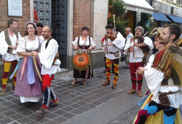 SPETTACOLO DI MUSICHE E DANZE FOLK-COUNTRY