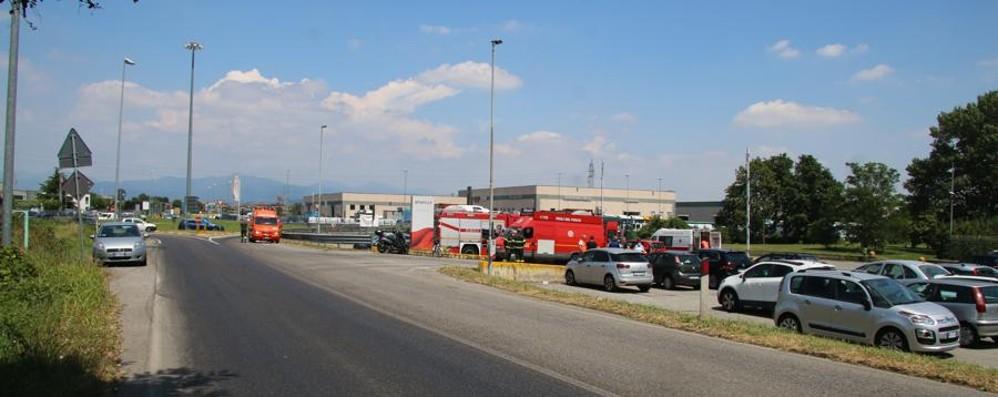 Filago, tir perde liquido sulla provinciale Due motociclisti scivolano e si feriscono