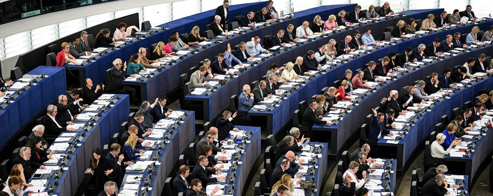 Migranti: Eurodeputati deplorano mancanza soluzioni concrete