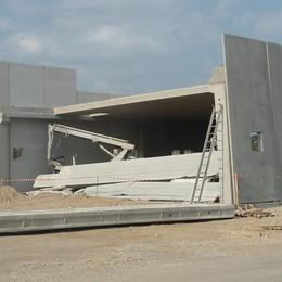 Geometra muore colpito da una lastra «Ennesima tragedia, serve più sicurezza»