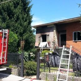Incendio in un appartamento a Pontida Anziana riesce a uscire e salvarsi