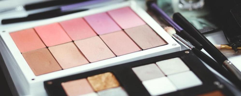 Sequestrati 6000 cosmetici contraffatti Prodotti a Bergamo e smerciati a Palermo