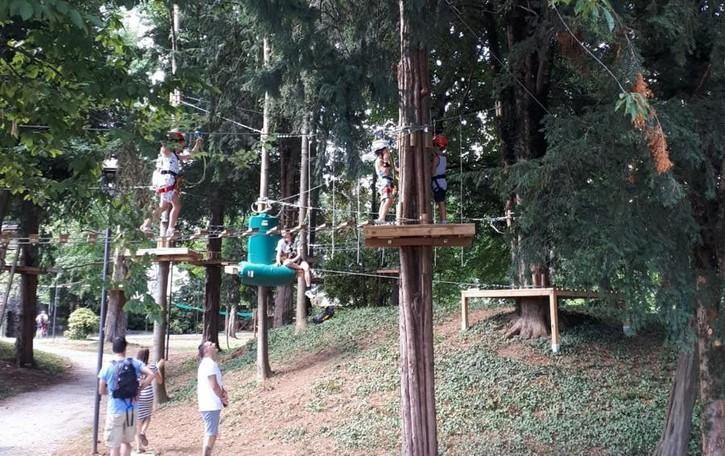 Aperto il parco avventura a Torre Boldone Nove percorsi sospesi tra gli alberi