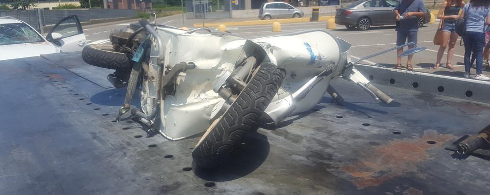 Frontale in moto contro un'auto  Sedicenne in prognosi riservata