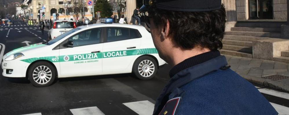 Spaccio in pieno giorno in via Bonomelli La Polizia locale arresta un 20enne