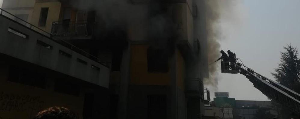 Ancora un incendio a Zingonia In fiamme casa nei palazzi «Anna»