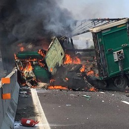 Camion invade la corsia e prende fuoco Violento schianto in A4 a Capriate - Video