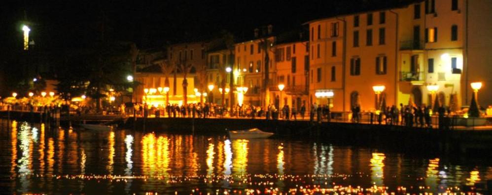 I lumini di Riva di Solto La magia di 5 mila luci nel lago