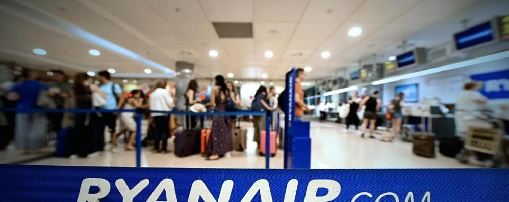 Nuova giornata nera per Ryanair Quattordici voli cancellati a Orio