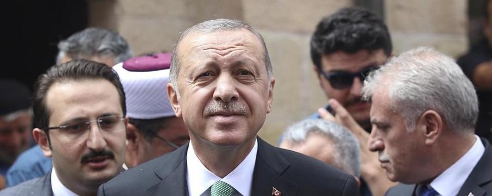 Erdogan il sultano Ora paga il conto