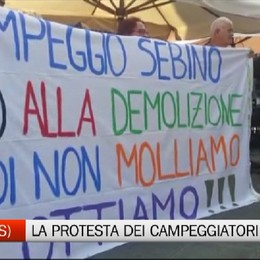 La protesta dei campeggiatori del lago d'Iseo