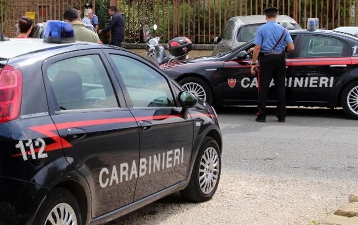 Ladri professionisti svaligiano villa Sorpresi, tirano vaso contro il proprietario