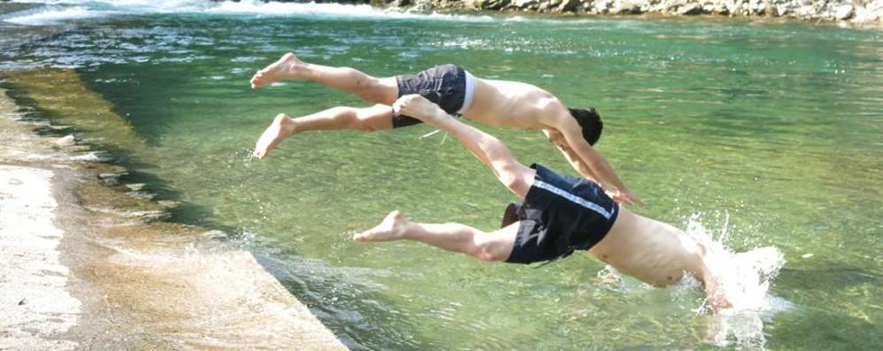 Alla scoperta delle spiagge orobiche Tutte le oasi estive su «L'Eco» di oggi
