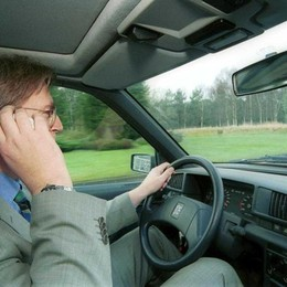 Cellulari alla guida Linea dura della Procura