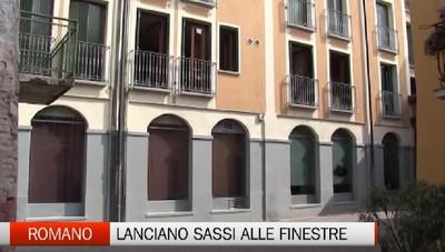 Romano di Lombardia, lanciano sassi contro le finestre