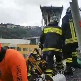 Genova, crolla ponte: almeno 35 morti 14 soccorritori da Bergamo - Foto e video