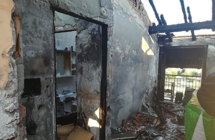 Le case distrutte al rogo