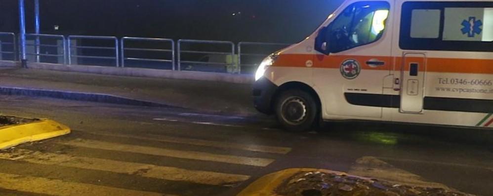 Auto fuori strada alle due di notte Feriti quattro giovani ad Arcene
