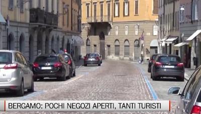 Bergamo - A Ferragosto pochi negozi aperti, tanti turisti