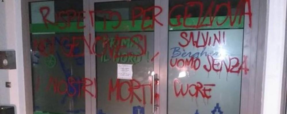 Scritte  alla sede della Lega contro Salvini Il vicepremier: «Noi andiamo avanti»