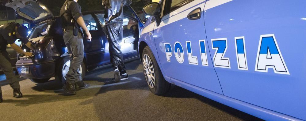 Bergamo, spaccata nella notte in un bar Ladri rubano alcolici per 1000 euro