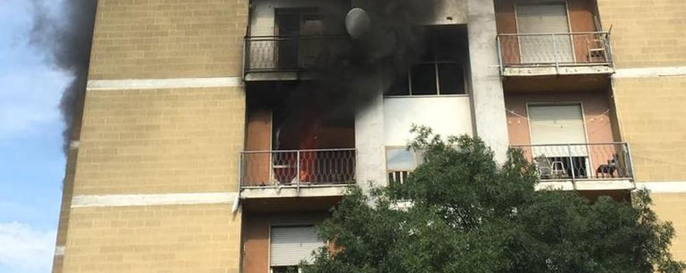 Fumo e fiamme dalle torri Zingonia brucia ancora- Video
