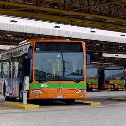 Furto sugli autobus fermi in deposito Arrestati 4 ladri, avevano rubato 500 euro