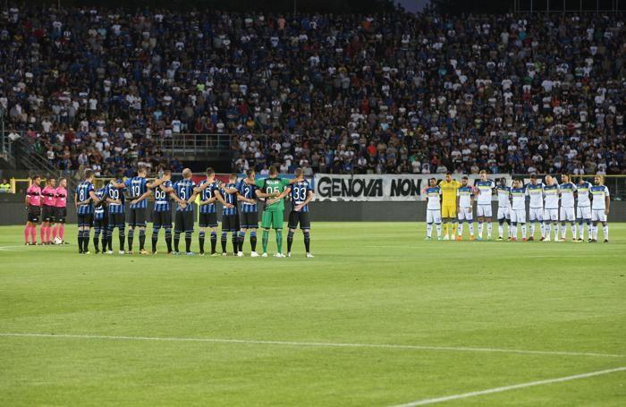Il minuto di silenzio per le vittime di Genova