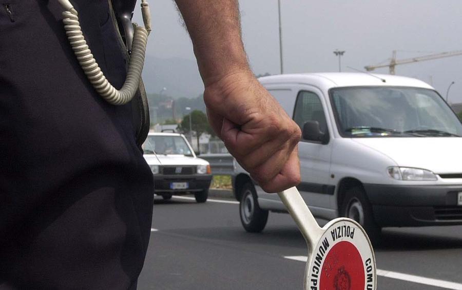 L'assicurazione dell'auto è scaduta e falsa Bergamasca 45enne fermata a Jesolo