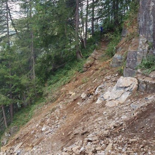 Val Brembana, frana la montagna - Video Chiuso il sentiero tra i rifugi Calvi e Gemelli