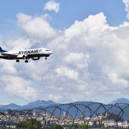 Voli cancellati, le scuse di Ryanair «Assegni di indennizzo non firmati»