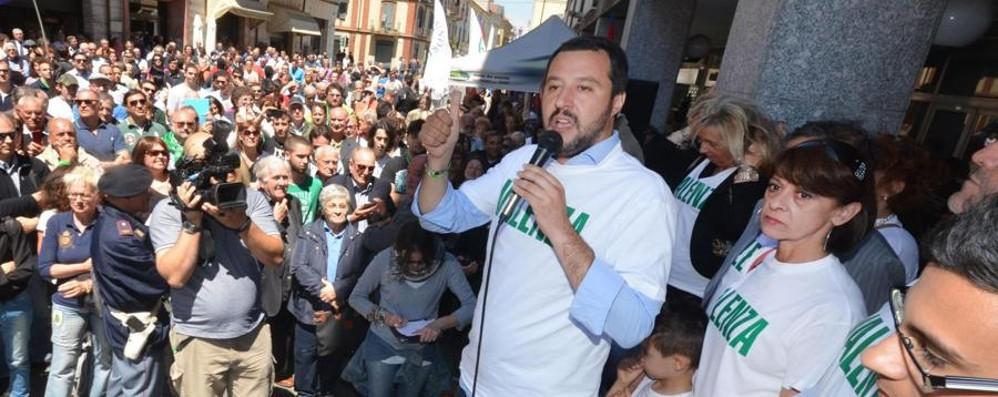 La protesta degli alpini contro Salvini «Non indossi la nostra maglietta»