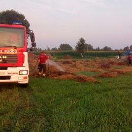 Il fuoco brucia 20 tonnellate di fieno Pumenengo, agricoltore si sente male