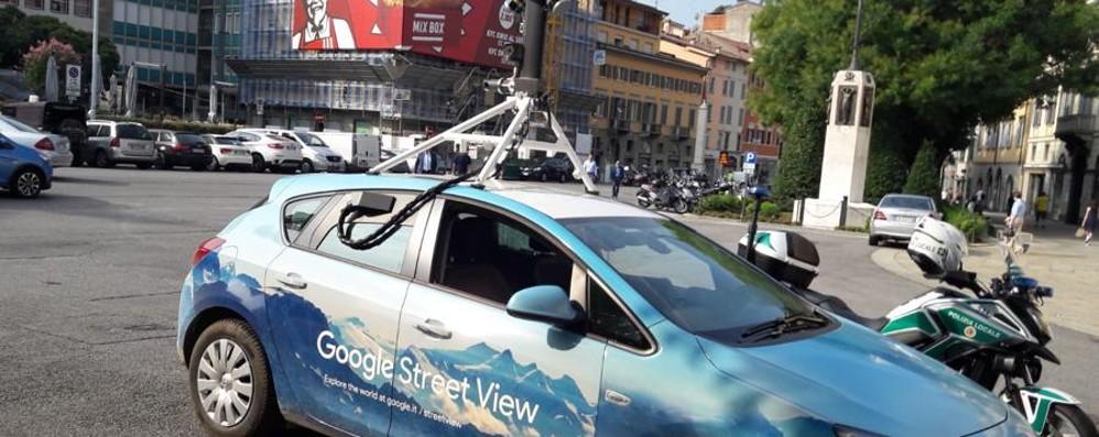 Google ci sta osservando Le sue auto in giro per Bergamo