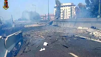 Il momento della violenta esplosione  ripreso in video da un automobilista