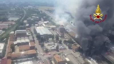 Tir esplode a Bologna, un morto e 55 feriti