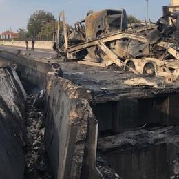 Esplosione a Bologna, «un inferno» Le foto dei vigili del fuoco di Bergamo