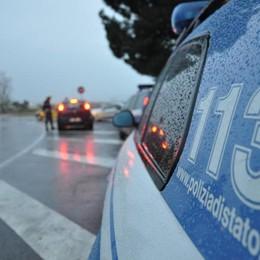 Polizia, controlli sulle strade nella notte Via cinque patenti per alcol e droga