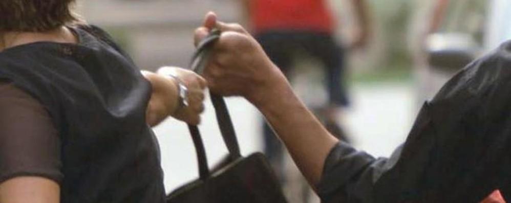 Scippi a donne anziane  in bici e rapine Arrestata 33enne, «incubo»  della Bassa