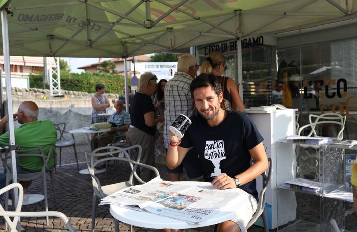 Foto per articoli astrid - Gotti - Piazza gremita - Foto sindaco