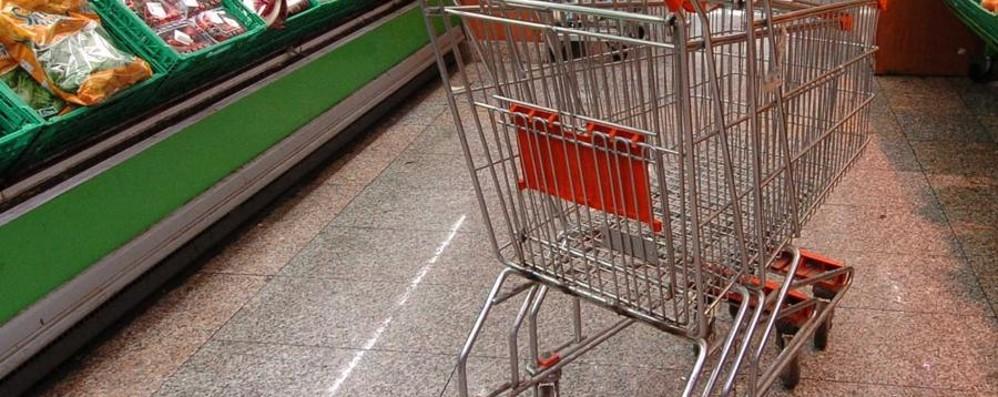 Negozi, il governo tira dritto «Domenica e festivi chiusi»