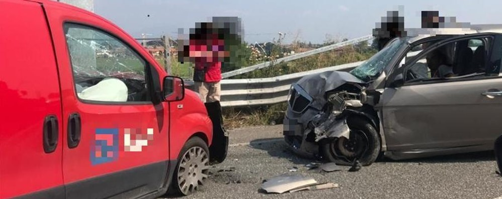 Scontro frontale sulla tangenziale Sud Tre persone ferite a Stezzano
