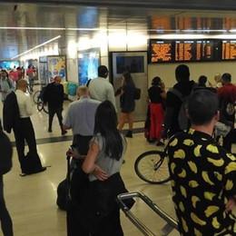 Treno investe e uccide pedone Pendolari bloccati a Porta Garibaldi