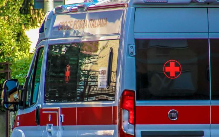 Statale 42, scontro tra quattro auto Cinque feriti: corsa al Papa Giovanni