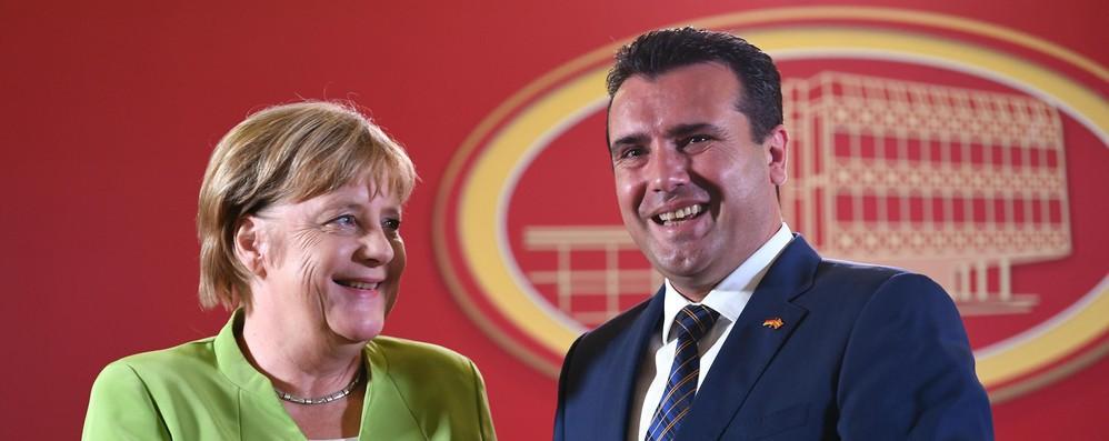 Merkel in Macedonia, votate sì ad accordo con Grecia