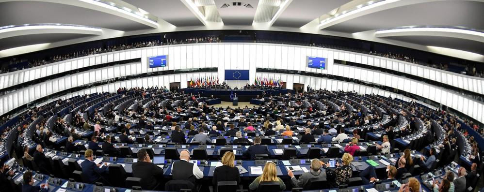 Copyright, il Parlamento europeo approva la riforma. Tajani: Fine del far west digitale