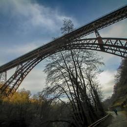 Ponte tra Calusco e Paderno non è sicuro Chiuso a tempo indeterminato - Video